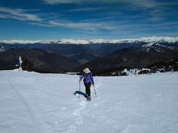 guided snowshoeing holidays in the Catalan Pyrenees